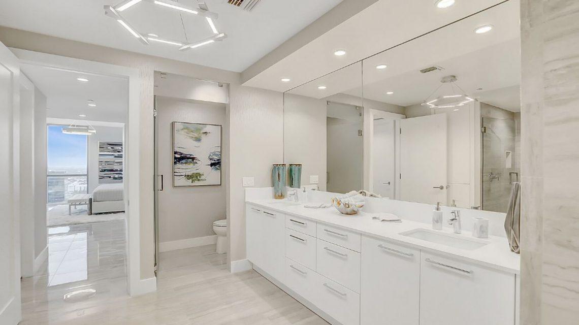 100 Las Olas Residence 2803 Master Bath 01
