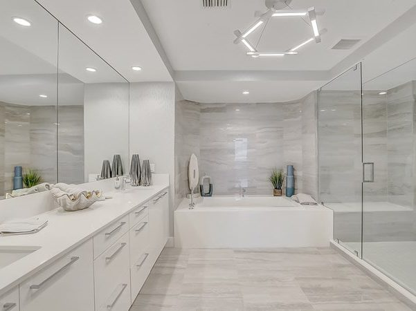 100 Las Olas Bathroom