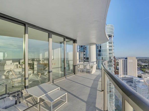 100 Las Olas Terrace